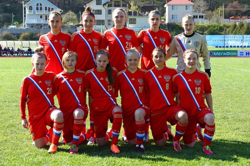 В футбол у сверстниц азербайджана