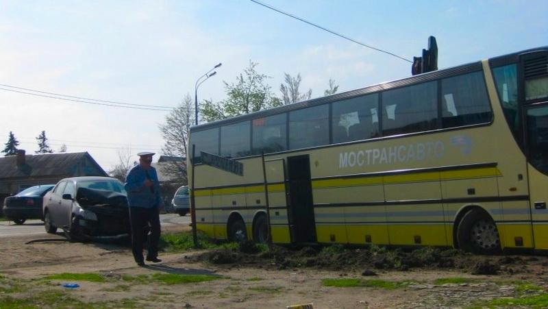 ДТП в Морозово : на трассе М-5 «Урал» Toyota Corolla вілетела на встречную в пассажирский автобус Setra,автобус съехал в кювет, разбив Тойоту- 3 погибших (ФОТО, ВИДЕО)
