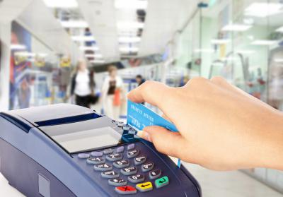Граждане Ивановской области стали намного чаще использовать банковские карты