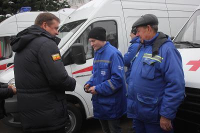 Рязанские мед. сотрудники иполицейские получили новые машины