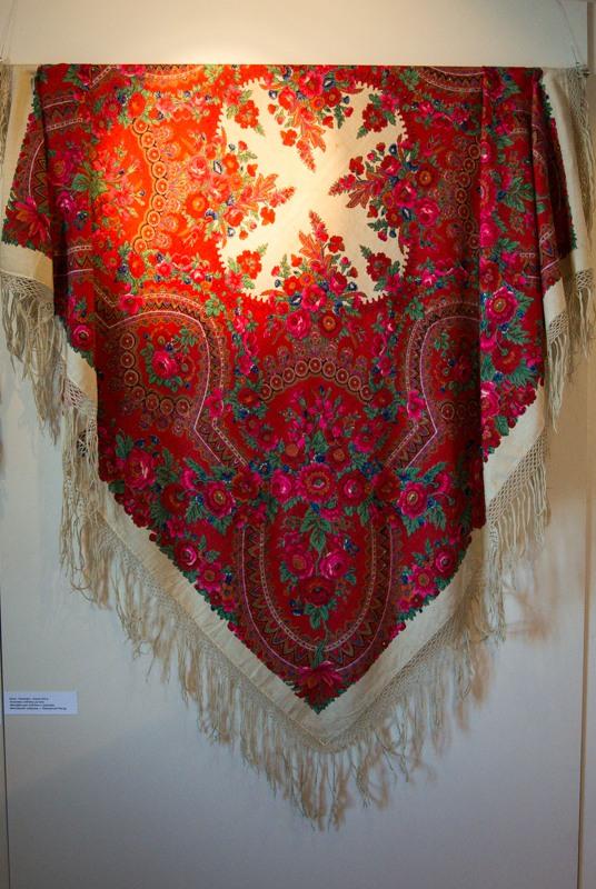 Вышивка платков и шалей