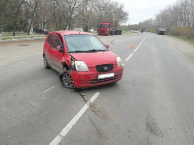 Рязанка на Кия врезалась в фургон после взрыва колеса